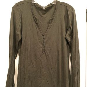 Gap solid olive green top